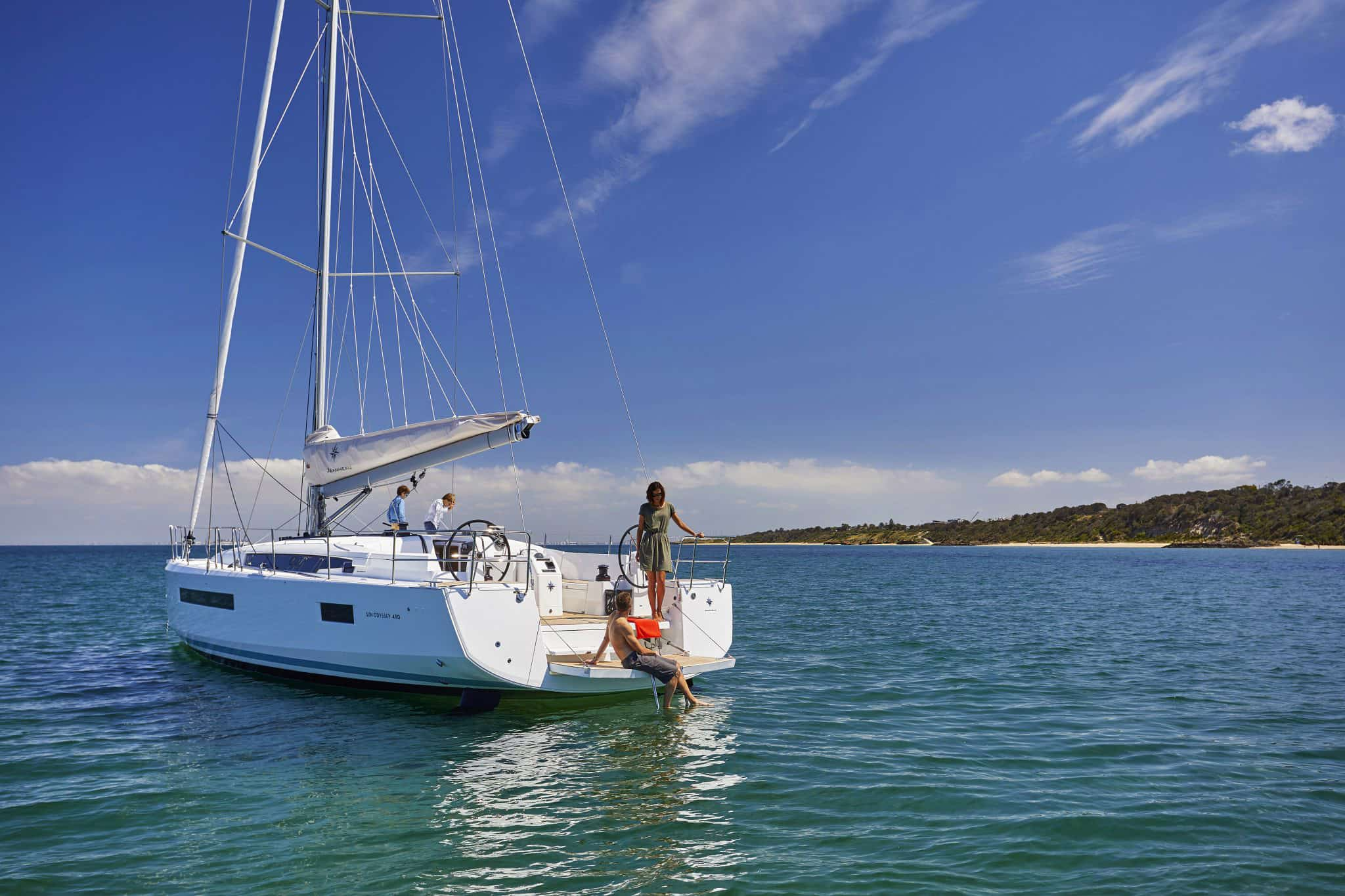Monohull or Catamaran? Picking the Right Boat for Your Chesapeake Charter Vacation